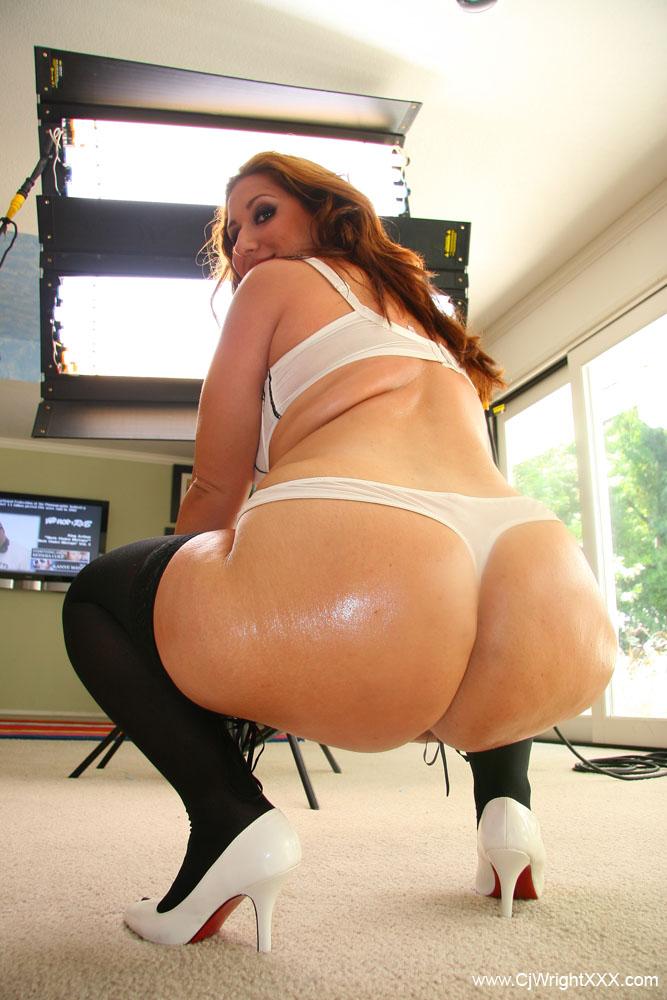 Blonde Twerking nude big ass