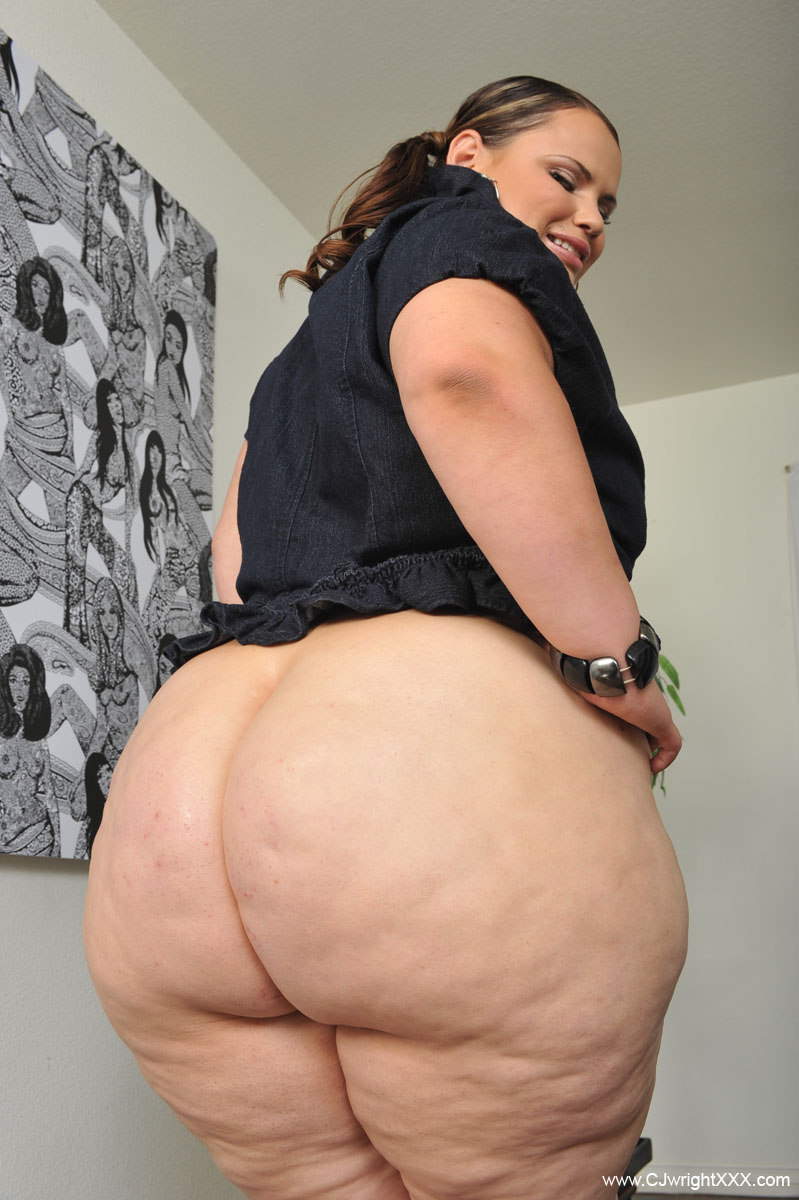 Sexy huge wide ass naked cellulite women door magnetic strips